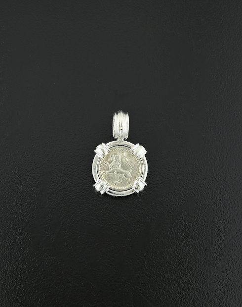 guatemalan quarter real pendant